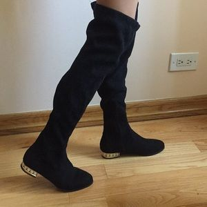 black highknee boots